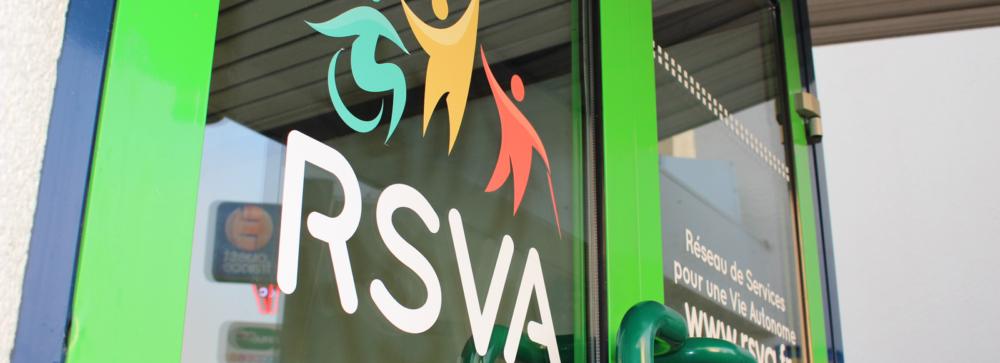 enseigne RSVA sur la porte d'entrée